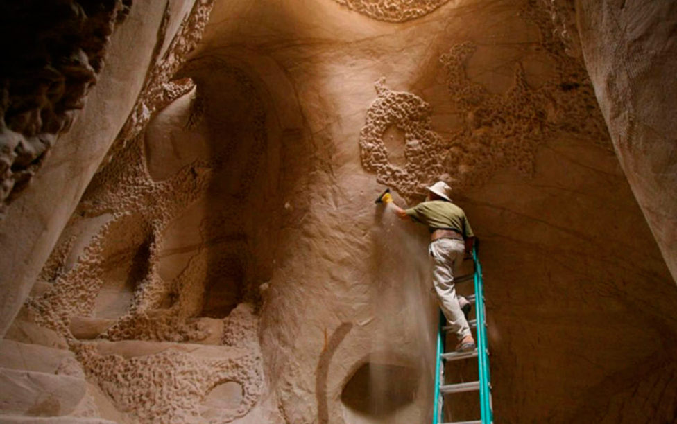 Man secludes himself for 25 years to carve one of the world's most spectacular caves