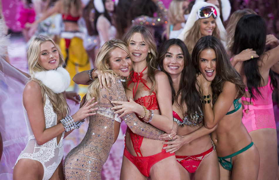 Angels and music at Victoria's Secret 2015 show