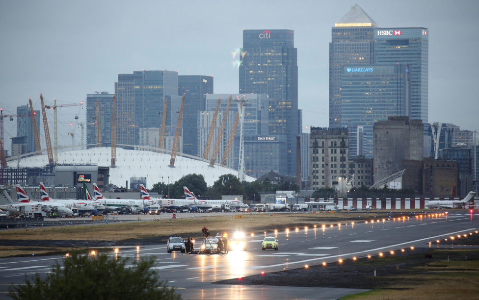 Activistas de Black Lives Matter paralizan el London City Airport