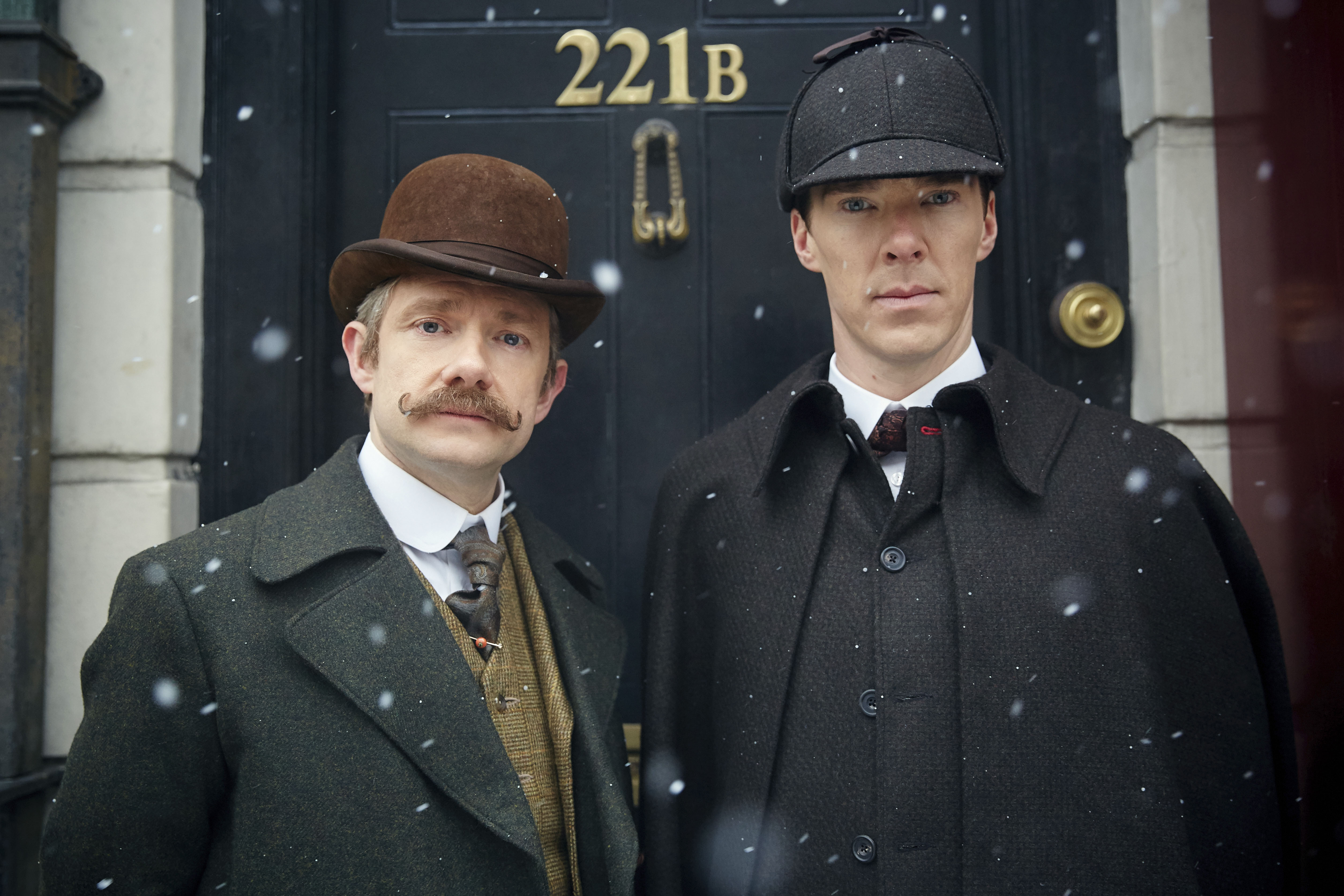John Watson (Martin Freeman) y Sherlock Holmes (Benedict Cumberbatch) en el capítulo especial de Navidad emitido el 6 de enero de 2016 | Foto: © Robert Viglasky/Hartswood Films y BBC Wales para BBC One y MASTERPIECE This image may be used only in the direct promotion of MASTERPIECE. No other rights are granted. All rights are reserved. Editorial use only.