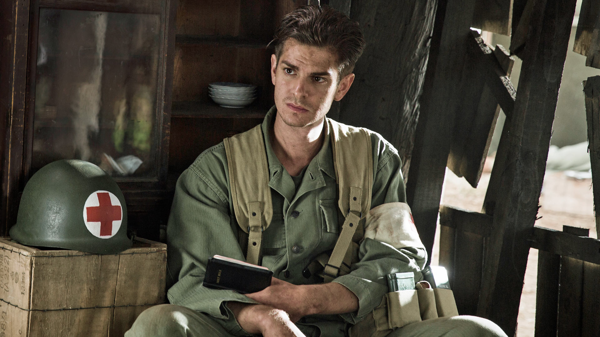 Andrew Garfield como Desmond Doss. | Foto via Hacksaw Ridge Movie.