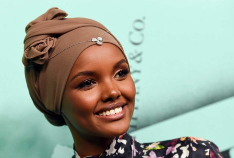 Halima Aden se convierte en la primera modelo que posa en burkini para la revista Sports Illustrated