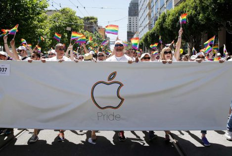 "Un ruso demanda a Apple por ""convertirlo en gay"""