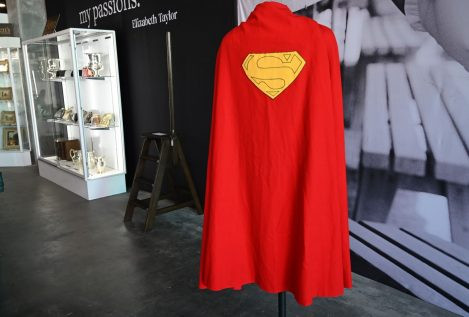 Subastan la capa de Superman por casi 200.000 dólares en Hollywood