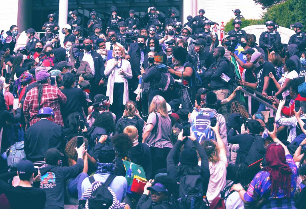 ¿'Defund the police'? 2